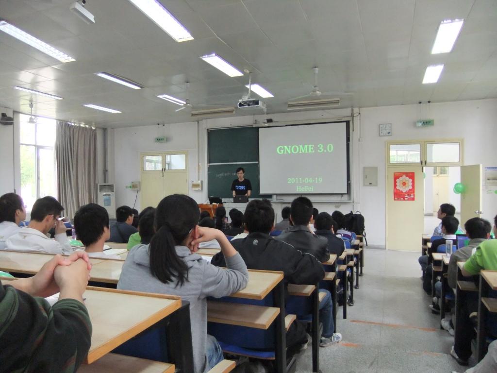 李震宁主席做Gnome3发布主题报告