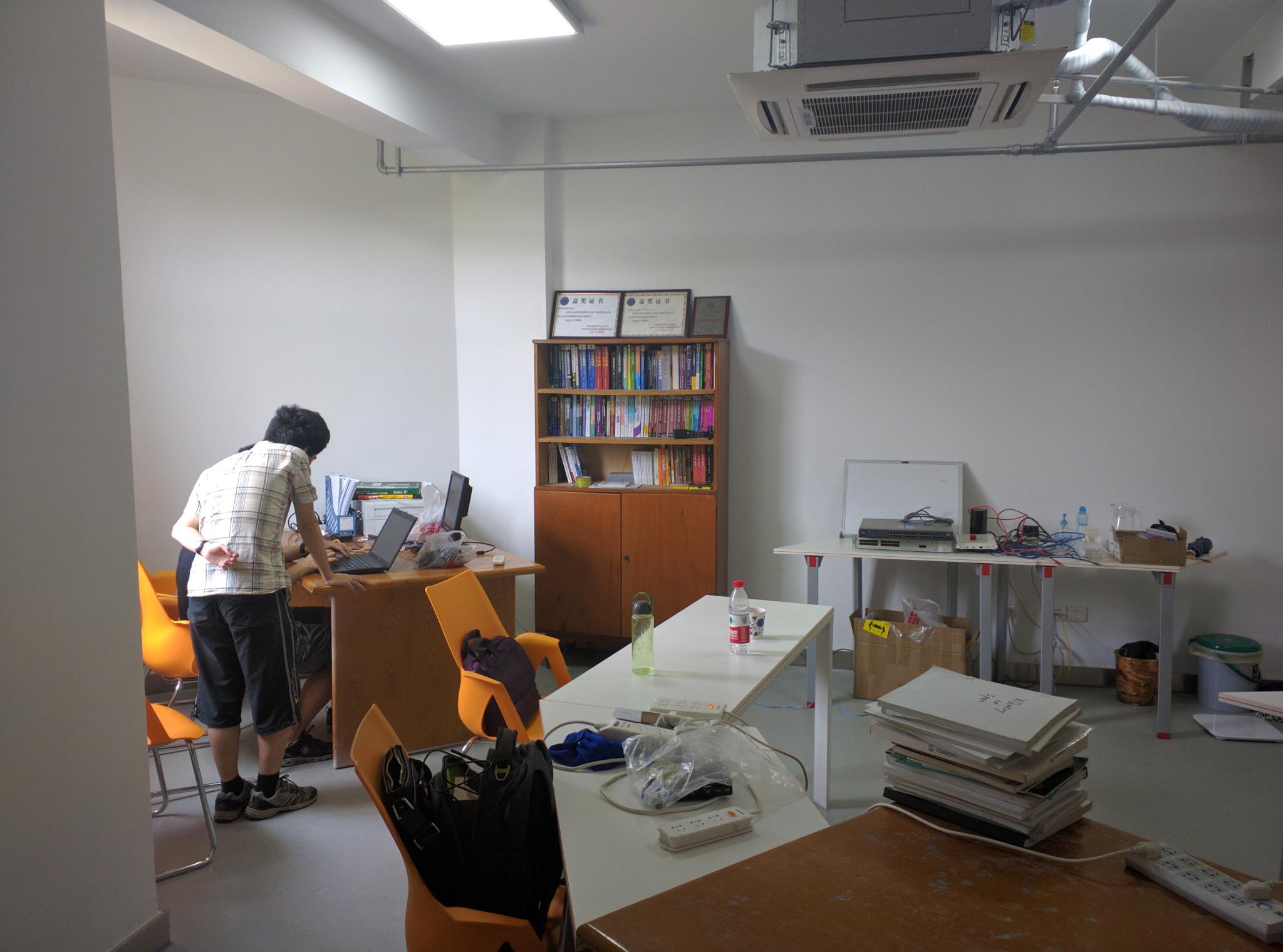 从另一个角度拍摄的刚整理完成的西区新活动室